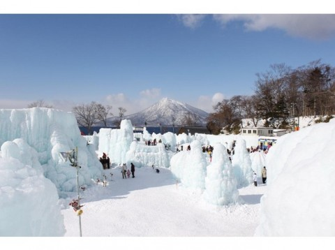 4754650-Lake_Shikotsu_ko_ice_free_with_ice_scuptures-Hokkaido