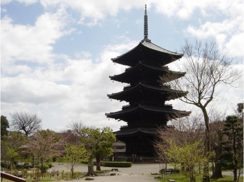 4139272-Toji_temple_symbol_of_Kyoto-Kyoto