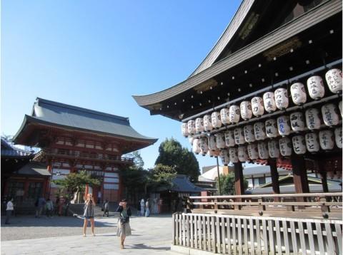 6860818-Yasaka_Shrine-Kyoto